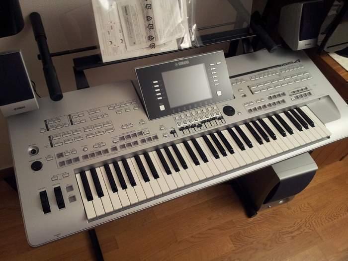 For Sale yamaha tyros 5 keyboard Original